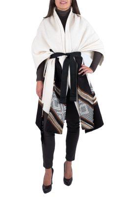 Adriana Santacruz Manto Esfinge handgemaakte poncho Ethnic Luxury voorkant